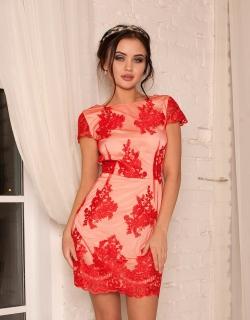 Платье кружевное с открытой спиной красное